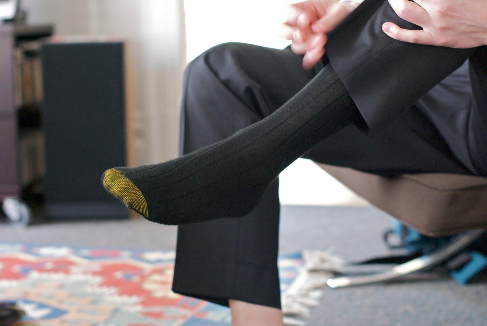 времена, картинки про мужские носки надетые свет